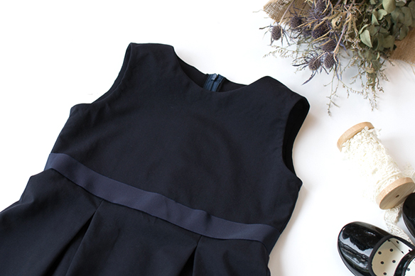 【布帛】ワンピースにもぴったり!薄めのスーツ用ライトウール(ダークネイビー)